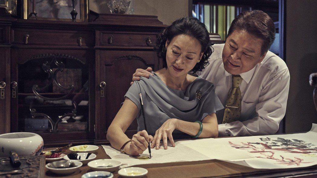 雙喜電影公司4日發布新聞表示,由新科金馬影后惠英紅(左)等人主演、榮獲金馬54最