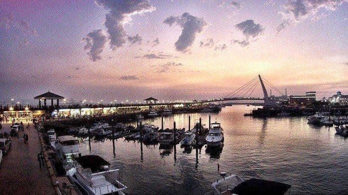 淡水漁人碼頭「福容大飯店」,另一亮點是,採用高雅水晶燈飾裝點出美侖美奐的宴會廳,...