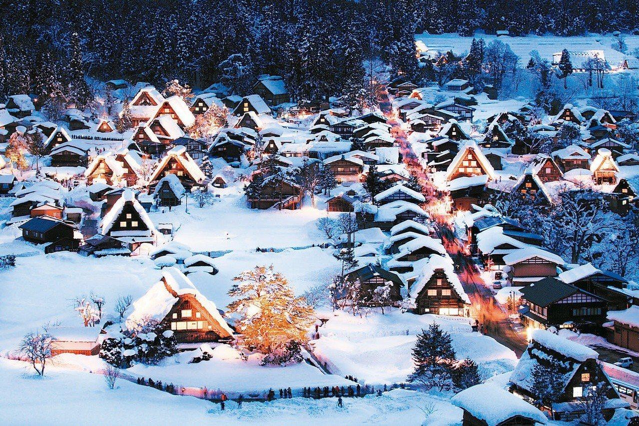 「燈映白川鄉,星墜合掌村」行程的合掌村夜間點燈活動可說是一生中必定要造訪一次的絕...