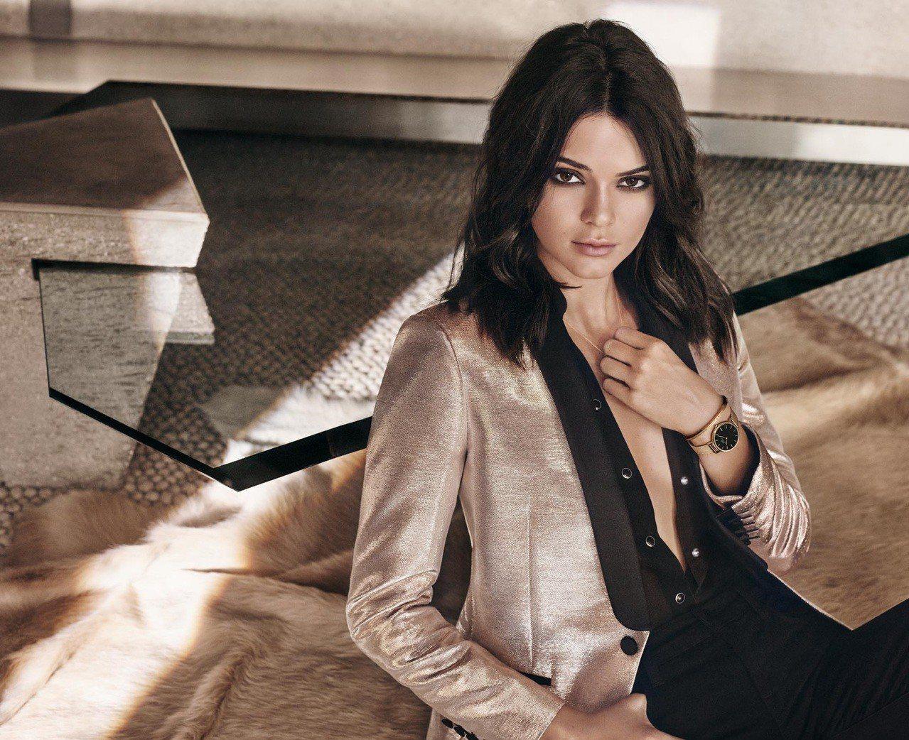 Kendall代言款 Classic Black Petite金色織帶腕款,5,380元