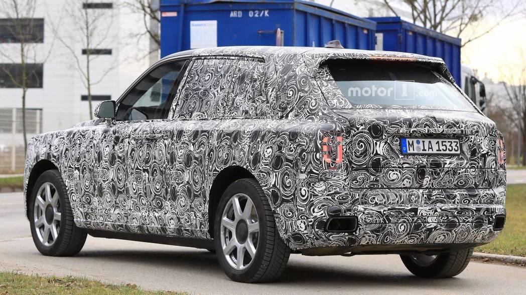 身為汽車工藝頂尖品牌,相信上市後勢必豎立SUV全新奢華標竿。 圖片來源:Motor1.com