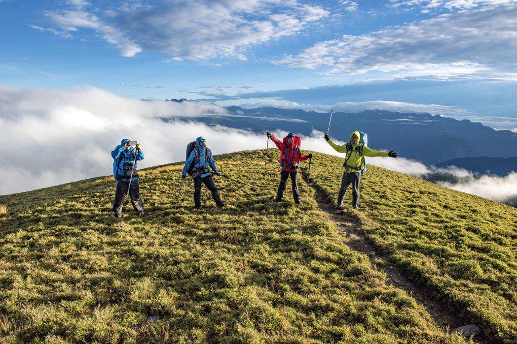 我們都是一家人‧拉庫音溪途中-因為登山認識的朋友們,就像家人一樣,身為空拍攝影師...