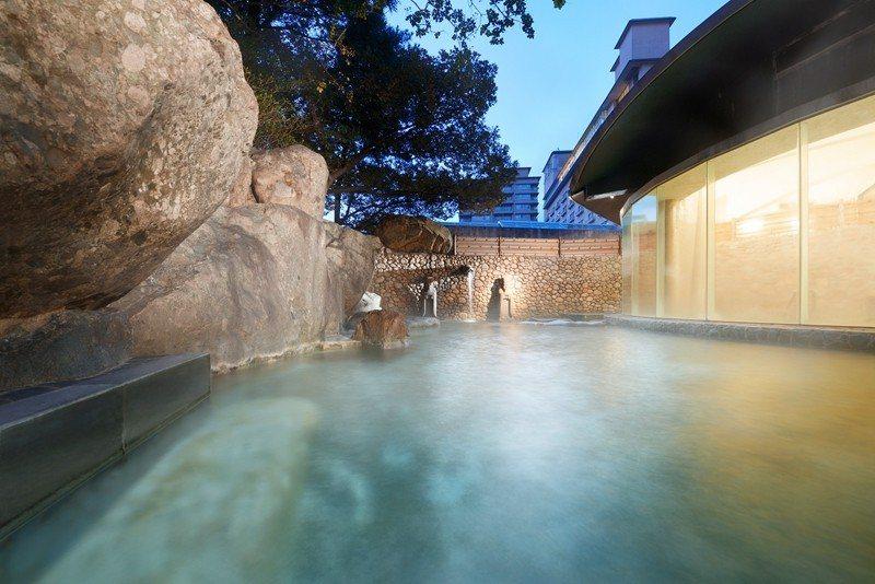 位於山水閣1樓,男女各有一處露天溫泉。
