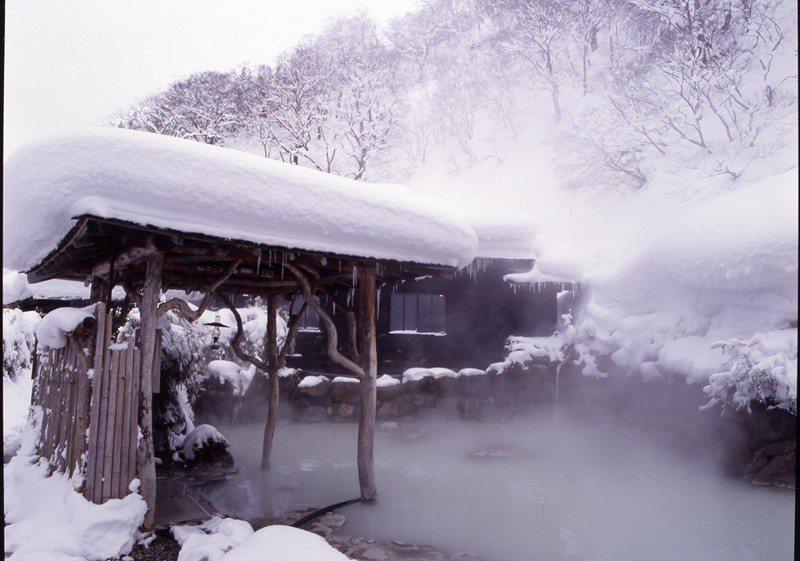 共有4種不同泉質,混浴的露天浴場為色澤混濁的溫泉。
