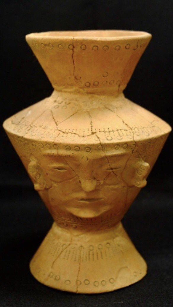 修復後的人面陶罐,細紋比較平緩。圖/十三行博物館提供