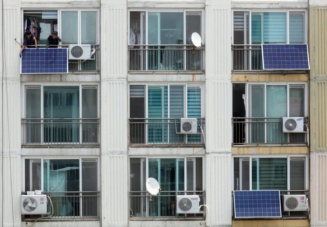 首爾當局原先的焦點是節能,但目前正開始轉向創造太陽能生產(歐新社)