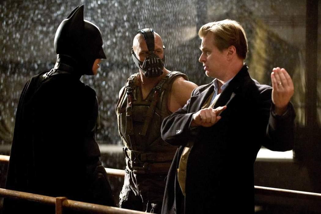 克里斯多夫諾蘭(左)曾成功打造「黑暗騎士」三部曲。圖/華納兄弟提供