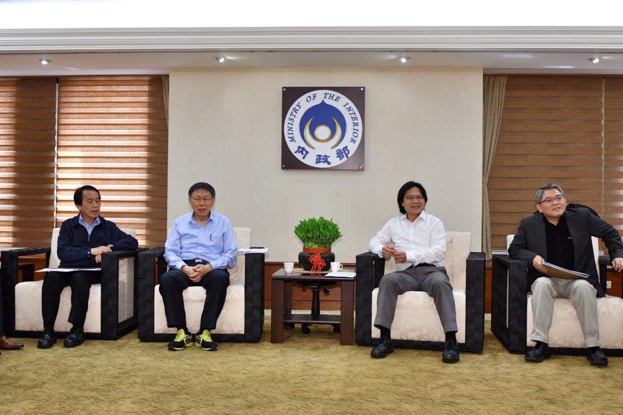 台北市長柯文哲今天到內政部拜會部長葉俊榮。圖/內政部提供