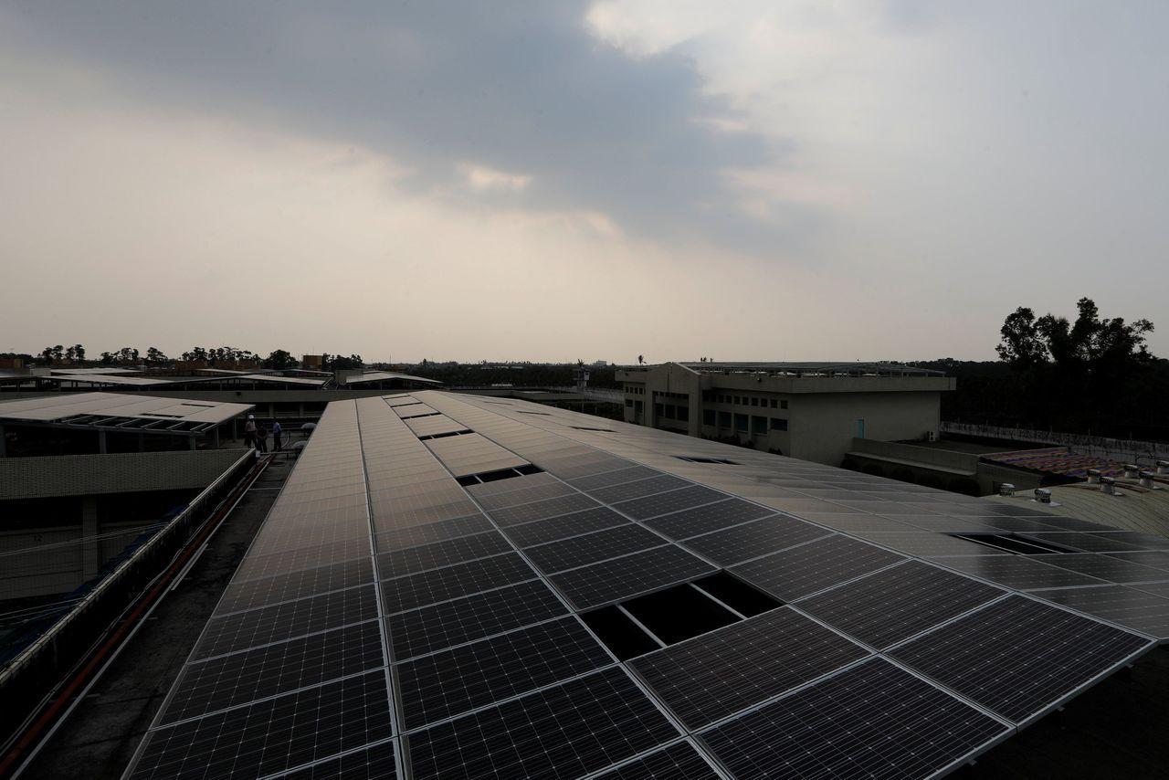 屏東監獄設置的太陽能裝置。(路透)