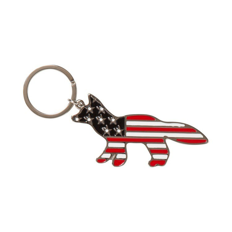 Maison Kitsune旗幟狐狸鑰匙圈,1,800元。圖/團團精品提供