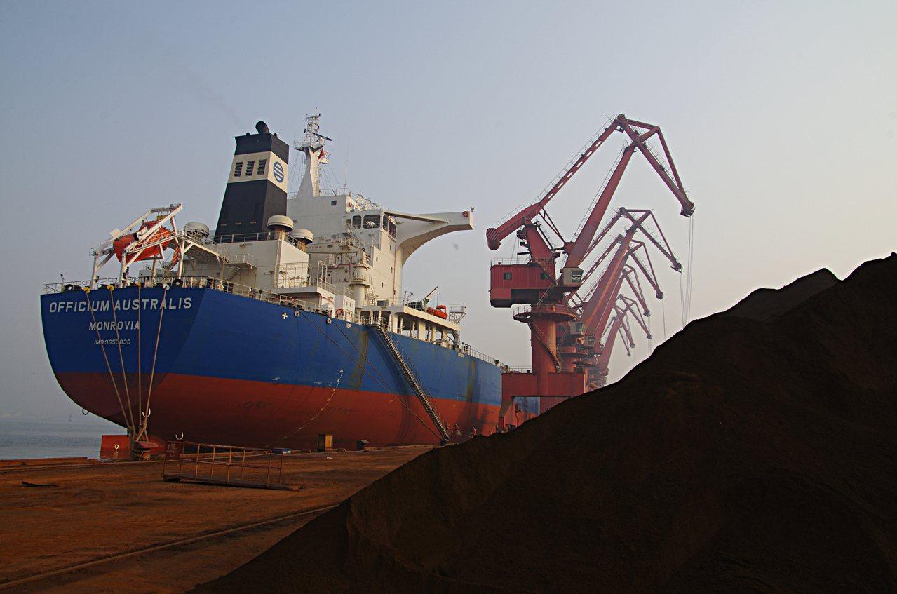 雖然中國的限產措施可能壓抑鋼鐵生產,使未來幾個月鐵礦砂需求降低,卻也因庫存減少而...