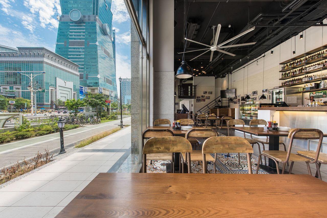 1Bite2Go Café & Deli美式餐廳舉辦跨年煙火零距離派對。圖/1B...