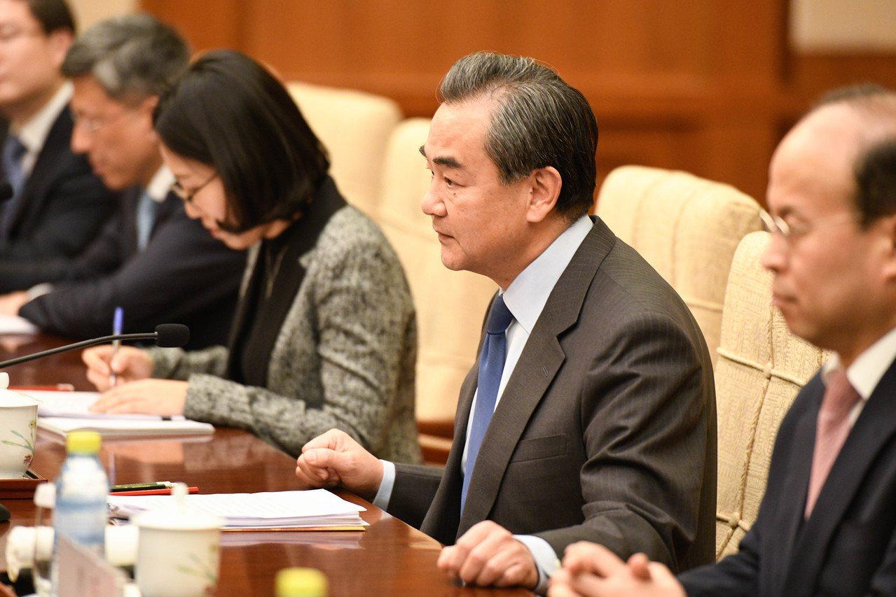 大陸外交部長王毅日前曾在北京釣魚台國賓館同韓國外長康京和舉行會談。中新社
