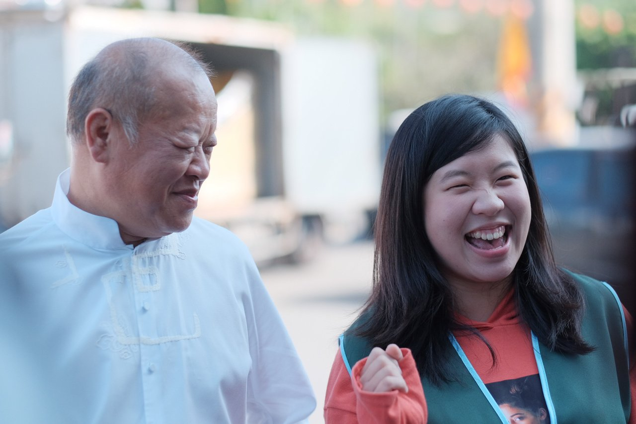 張明達(左)的女兒張嘉育(右)返鄉為父親助選。圖/張明達競選總部提供