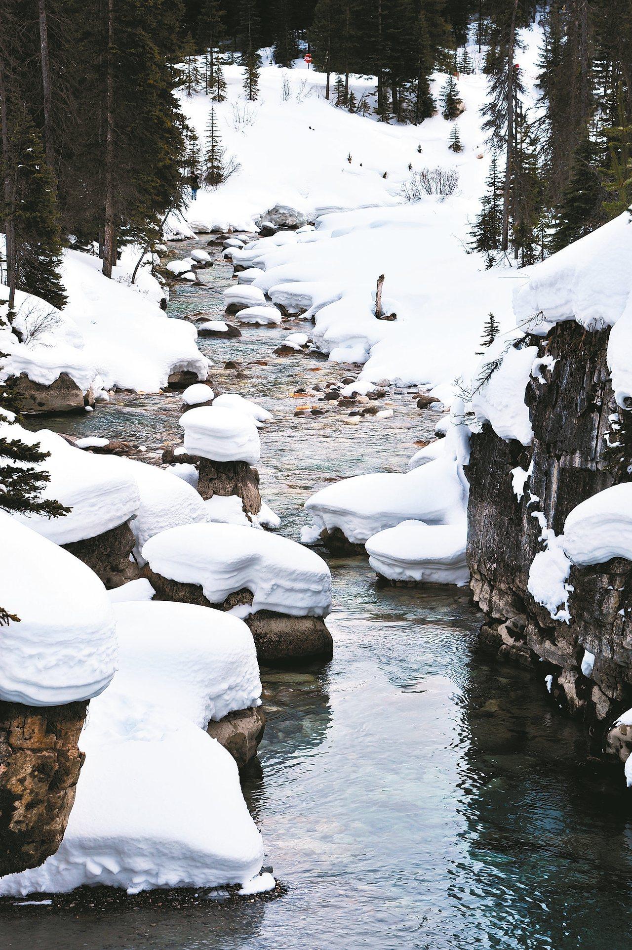三到四月湖泊積雪漸融化,可看到不少美景。 圖/有行旅提供