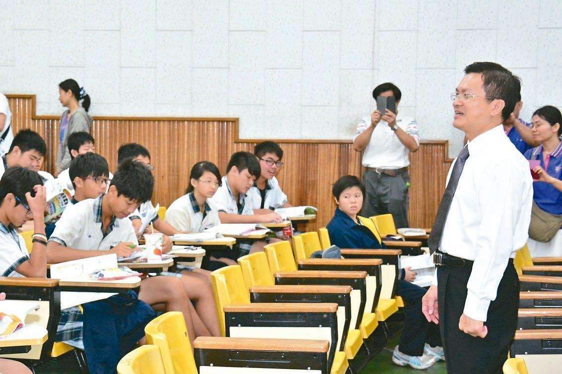 彰化縣府為留住彰化子弟就讀縣內高中職,祭出多種措施。 圖/彰化縣府提供