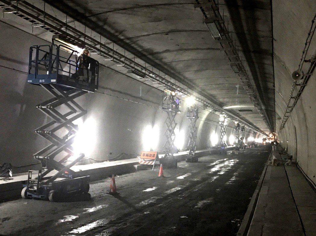 蘇花改工程處表示,東澳隧道為蘇花改計畫蘇澳至東澳段,107年春節前達通車目標主要...