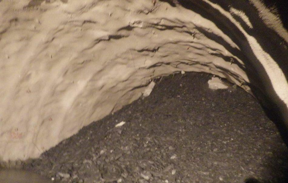 蘇花改谷風隧道104年元月大規模抽坍1500立方公尺,工程人員花了222天處理,...