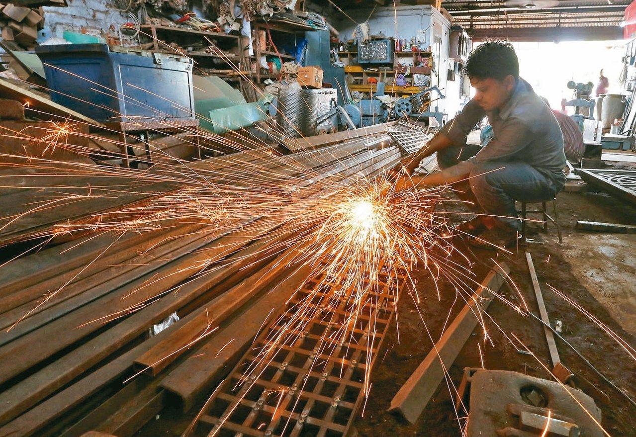 最新調查顯示,孟加拉與印度明年薪資成長速度將高居亞太之冠,預料調薪幅度將達約10...
