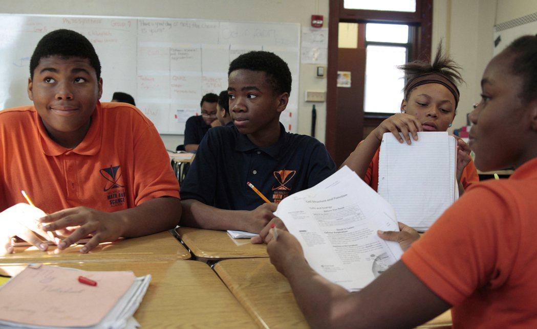 美國特許學校種族隔離問題日益嚴重。 張大順