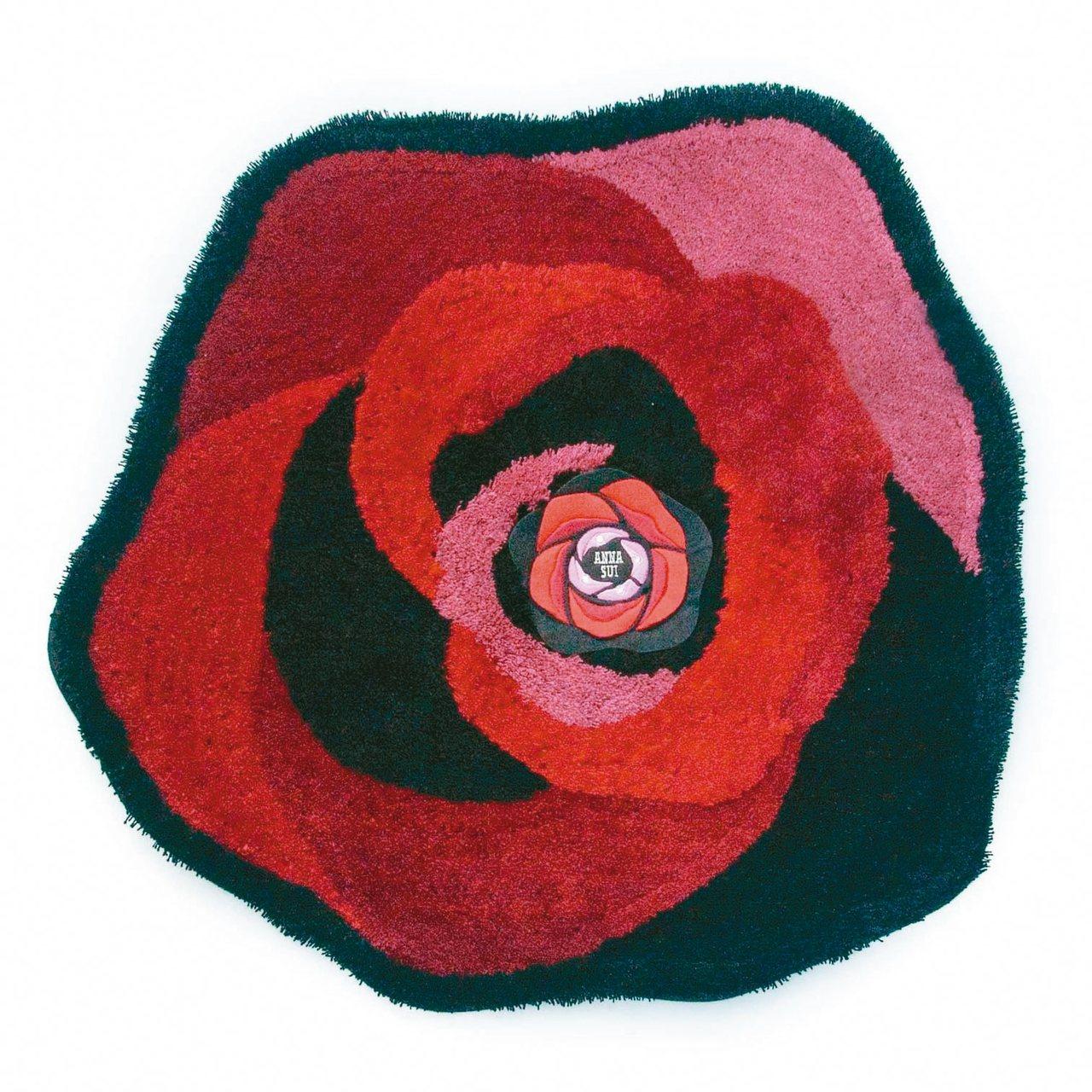 ANNA SUI玫瑰腳踏墊原價2,980元,活動價2,200元。