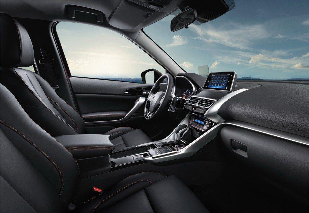 內裝考量人體工學採用駕駛視線水平安全設計,科技與質感完美結合。 圖/中華三菱提供