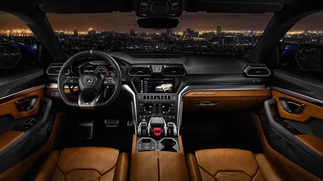 Lamborghini Urus 車室。 摘自Lamborghini