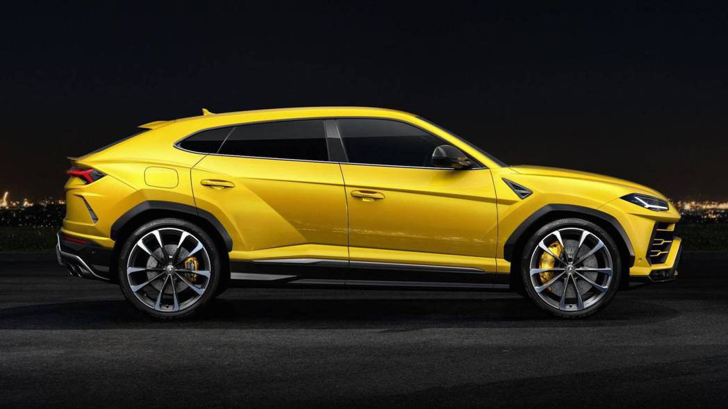 Lamborghini Urus 車側。 摘自Lamborghini