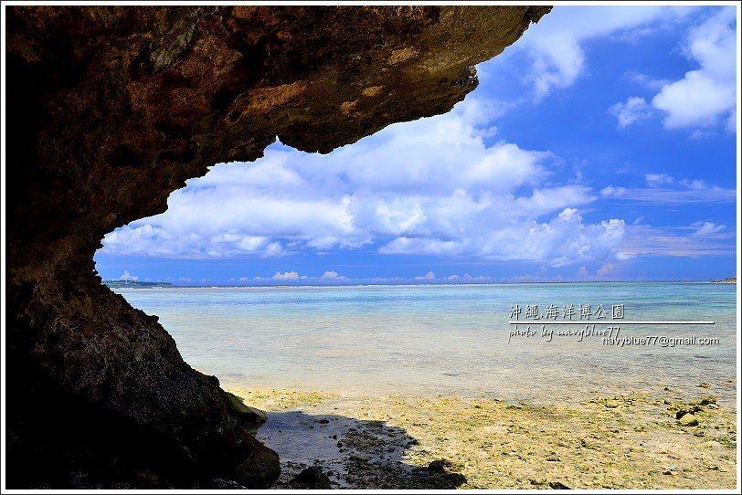 ↑烏龜海濱南側的珊瑚礁岩使海濱增加不同的海景。