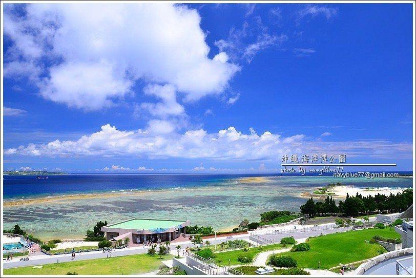 ↑由水族館向西北俯瞰,右邊突出的白色沙灘就是翡翠海灘。