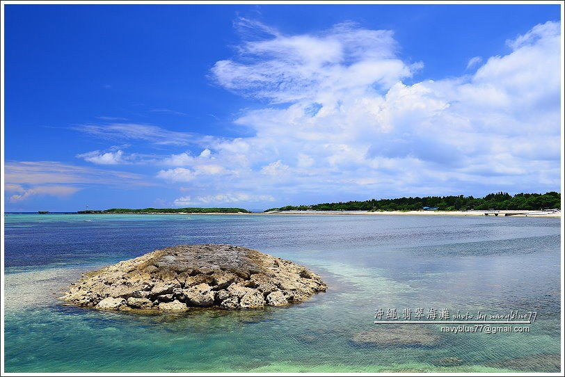 ↑嬉戲海濱左側有一個突出的迷你島,是翡翠海灘海域上的唯一。