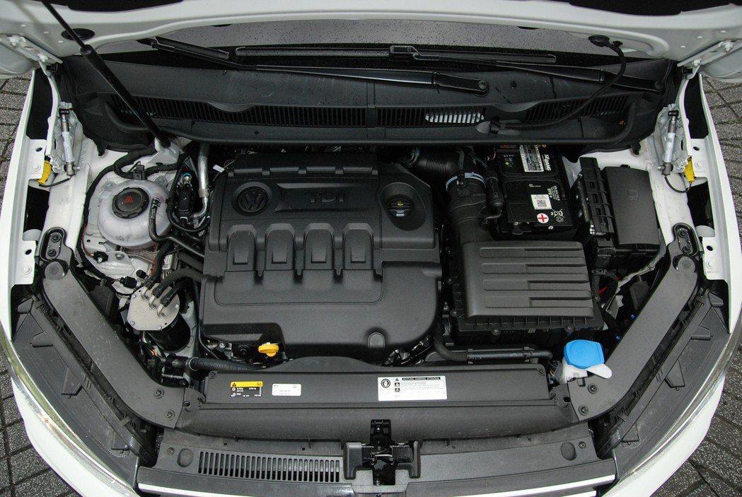 Touran R-Line 330TDI 搭載 2.0 升四缸柴油渦輪引擎、DSG 六速雙離合自手排,最大馬力為 150 匹/34.7 公斤米。 記者林鼎智/攝影