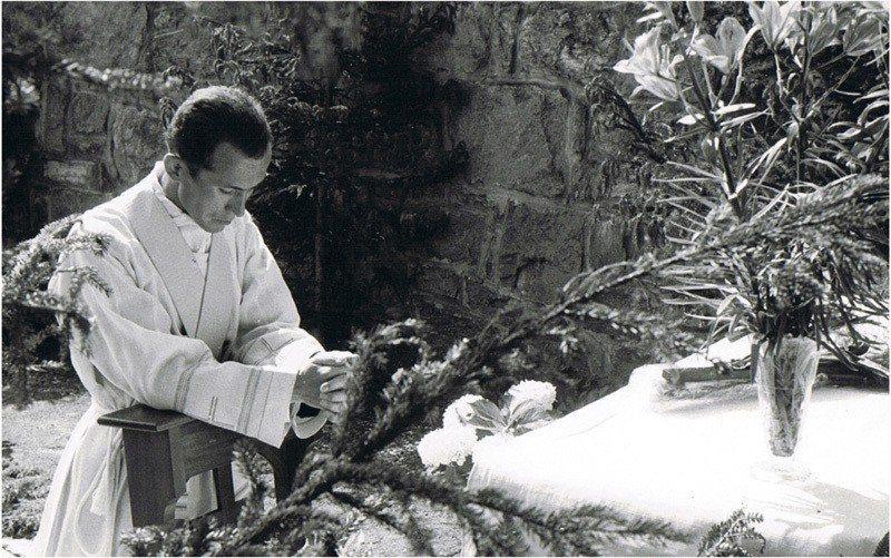 傅若望26歲晉鐸神父時的第一次彌撒。 (傅若望提供)