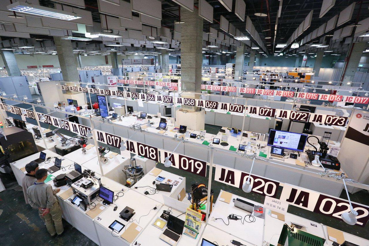 第26屆台灣精品選拔吸引1,209件產品角逐,評鑑初選現場琳瑯滿目。圖/貿協提供