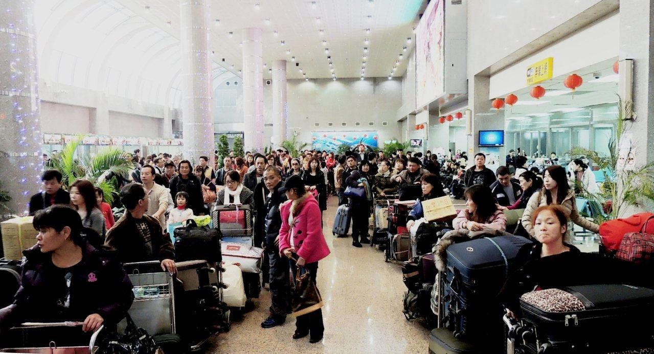 台中港宣布今年兩岸三通自由行載運人數成長一倍,今海峽號天起將歲修3周。台中港務分...