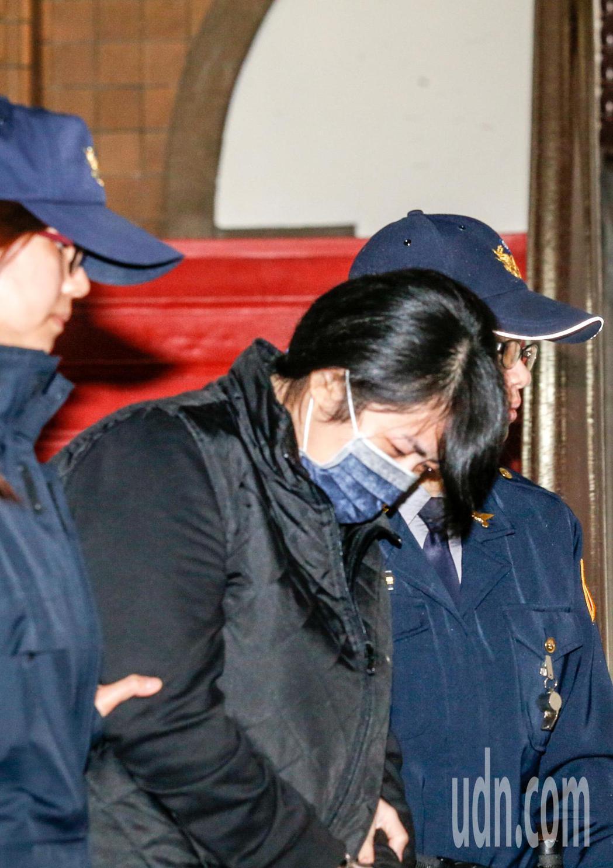 在桃園躲避警方攔查而倒車撞死女童的女毒犯丁易津上午在台灣高等法院出庭,丁女表示,...