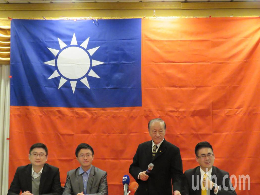 新黨主席郁慕明(右2)美東時間4日晚間在馬里蘭州舉行僑宴,宣布新黨參與2020年...