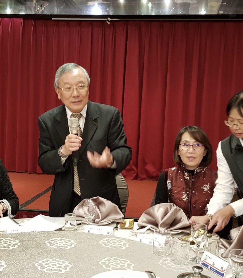 中油董事長戴謙(左)今天與媒體餐敘,講述施政理念。記者高詩琴/攝影