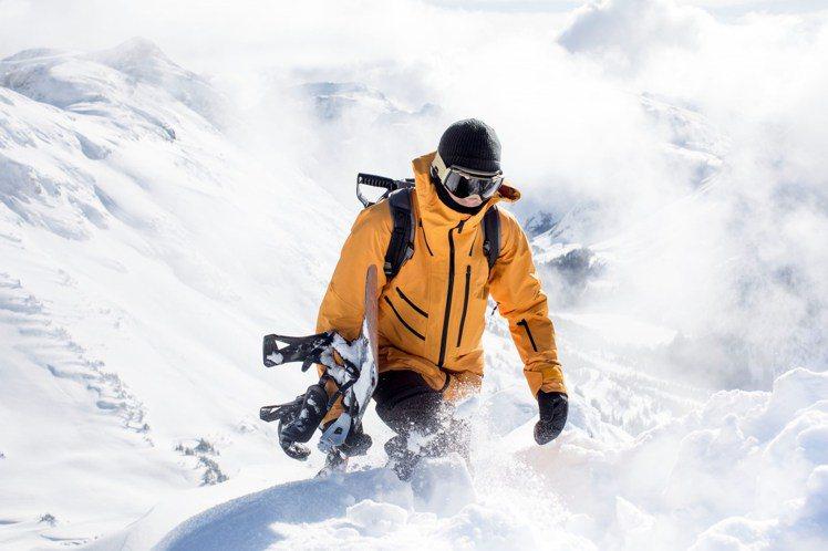 The North Face這次在系列外套上以滑雪服為核心,將Dryvent 2...