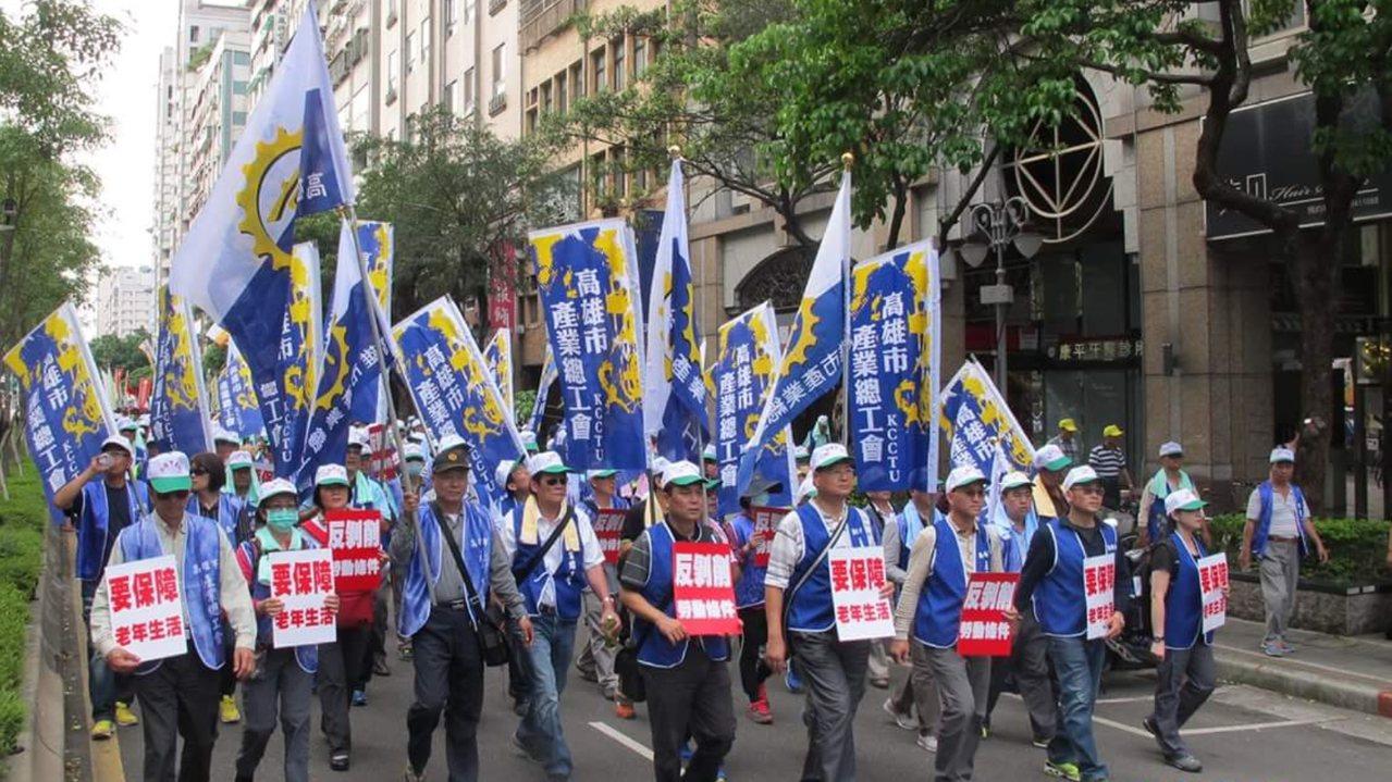 南部總工會大聯盟發起1210「拒絕修惡勞基法大遊行」,目前正動員集結會員,預計號...