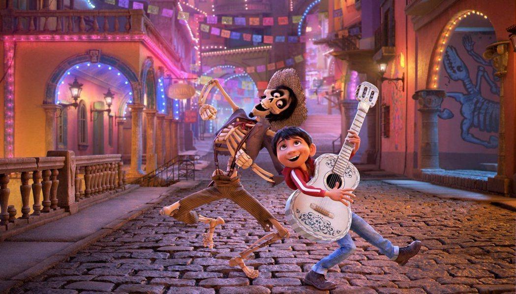 「可可夜總會」佳評如潮,票房後勢可期。圖/迪士尼提供
