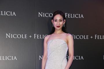 林心如、李曉涵、歐陽妮妮與吳可熙出席Nicole & Felicia全球首家形象店開幕酒會。林心如和兩位設計師合影。