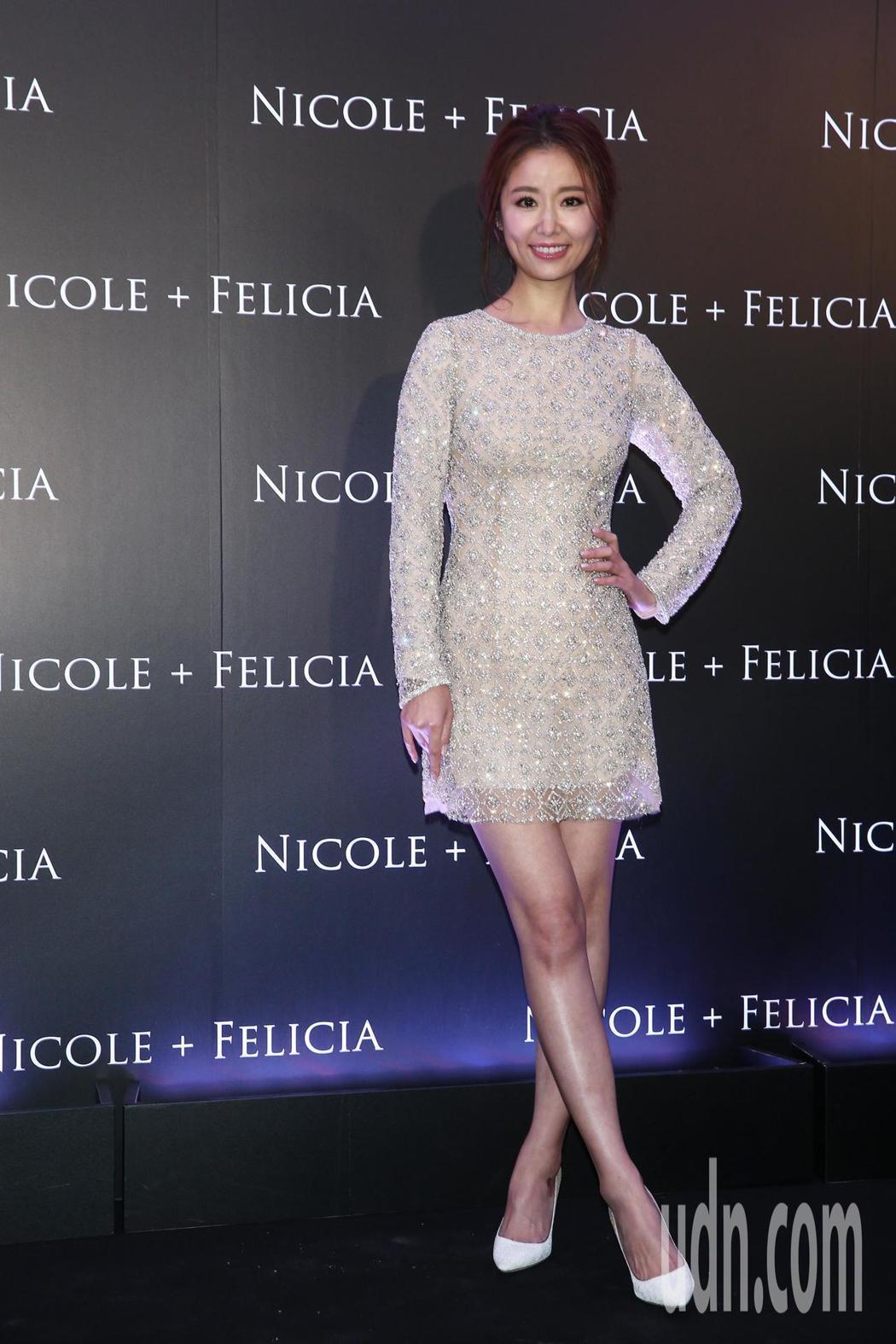林心如以一身Nicole+Felicia的水鑽短裙洋裝出席活動,她表示裙子短比起...