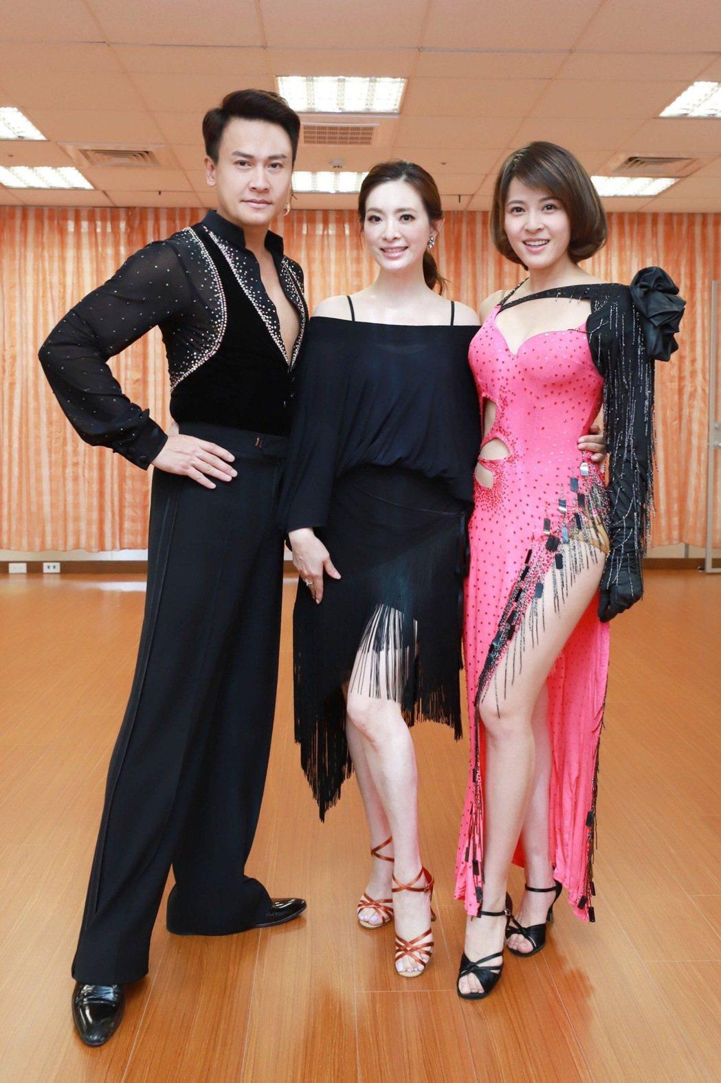 劉真客串8點檔,蘇晏霈(右起)、王建復當學生第一堂課就穿國標舞衣。圖/民視提供