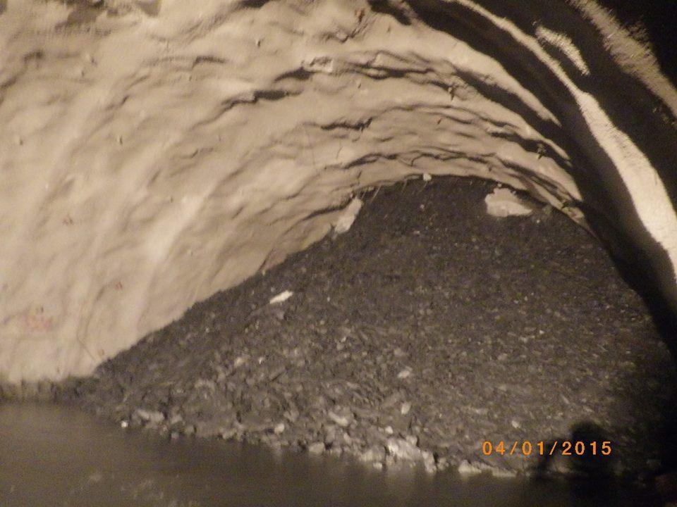 已貫通的蘇花改谷風隧道發生大規模抽坍,數量高達1萬立方公尺,圖為104年元月抽坍...