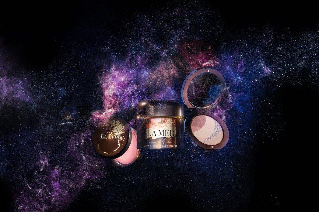 海洋拉娜推出耶誕限量澄燦星空系列(左起)唇蜜、經典乳霜、光亮妍餅。圖/LA ME...