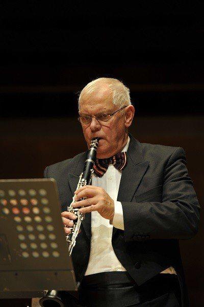 前維也納愛樂的單簧管首席彼得.舒米德(Peter Schmidl)明年一月登台演...