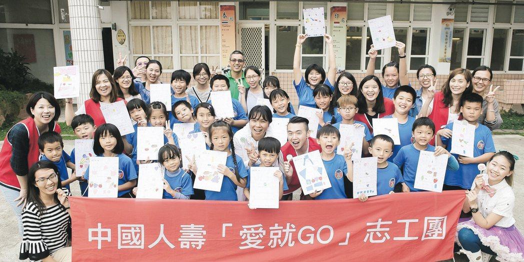 中壽志工團造訪海寶國小,傳遞友善環境及食安理念。 中壽/提供