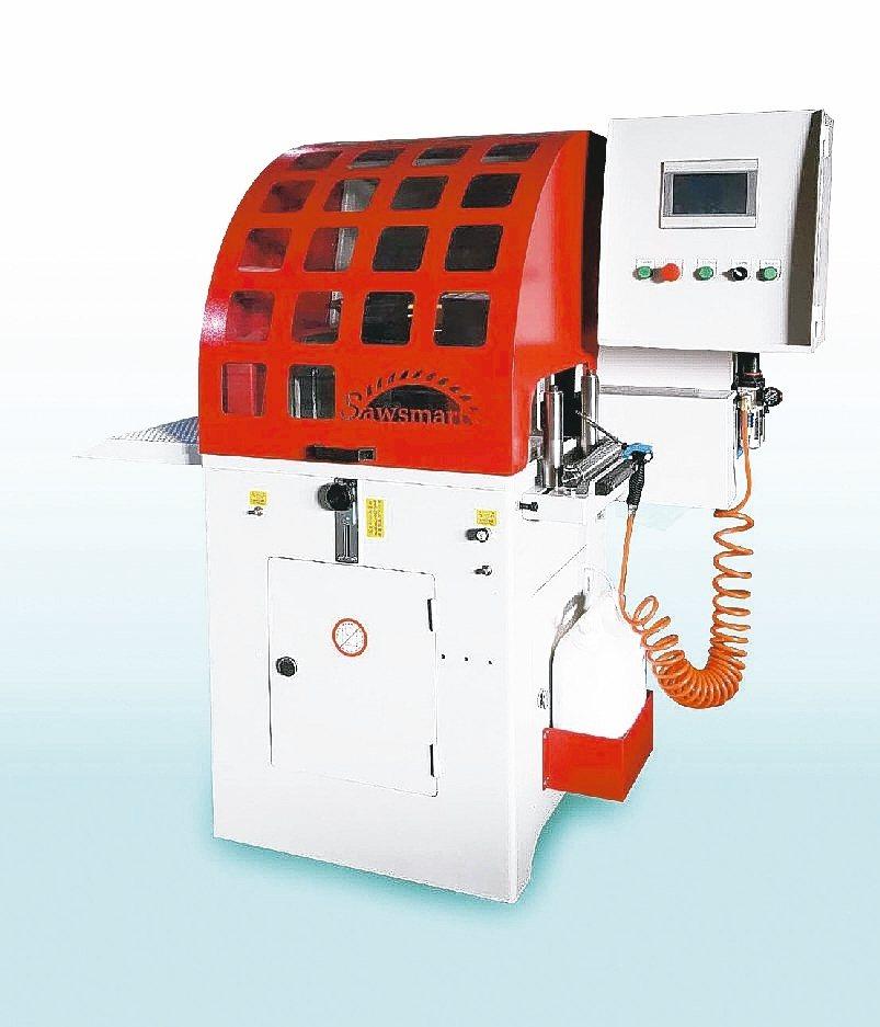 冠盛機械推出的自動送料圓鋸機,搭配滾珠螺桿送料機構,精準度高。 冠盛公司/提供