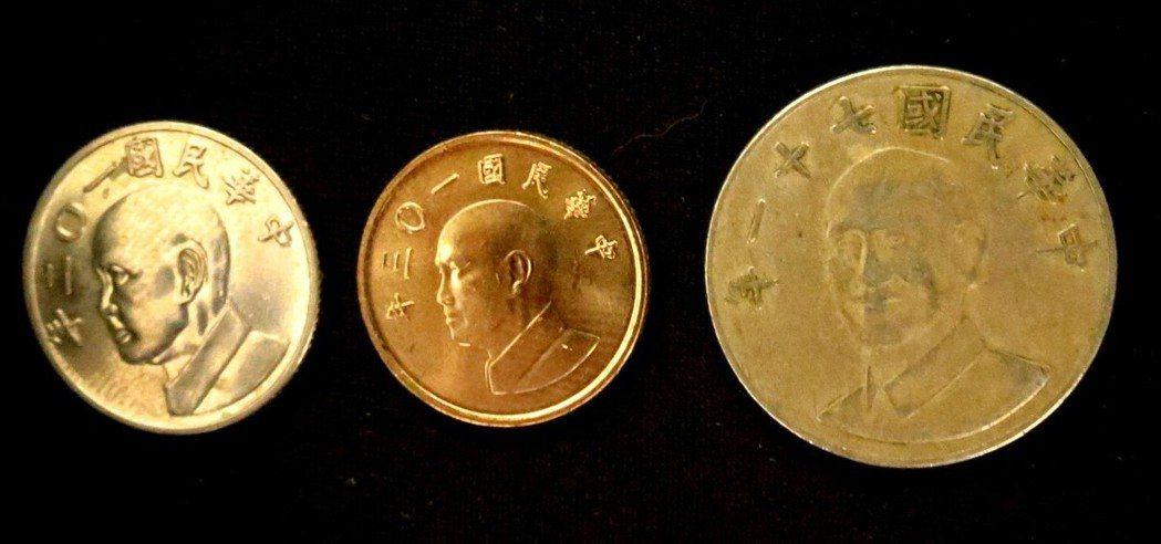 據估計,光是有蔣中正圖像的銅幣就超過百億枚。報系資料照